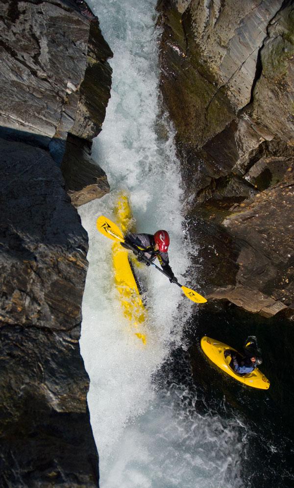 Jonas Björklund running waterfall on Raundalselvi, Norway